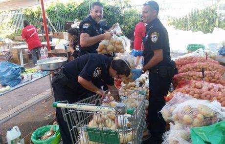 במהלך השבוע האחרון התנדבו שוטרי מרחב איילון לסייע באריזת חבילות לנזקקים לקראת ראש השנה.