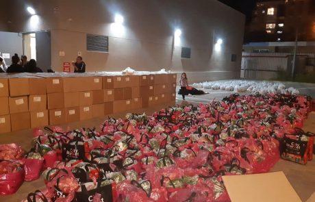 תושבי חולון נרתמים לחלוקת סלי מזון לראש השנה