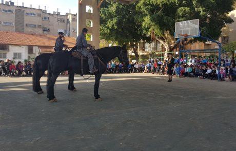 """שוטרי חולון למען יום קהילה ומשטרה בבית הספר """"הראל"""" בבת ים"""