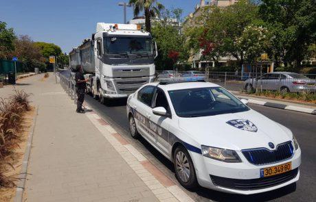חולון – המשטרה עצרה צעיר, אשר תקף אזרחים ואף נהג בפראות וניסה לדרוס אותם.