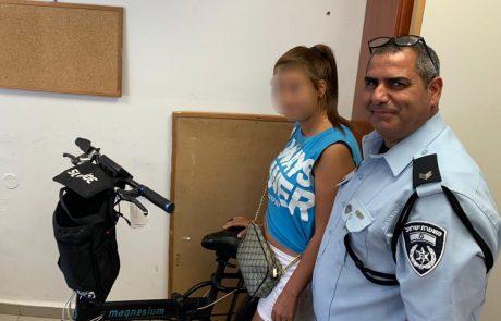 חולון: תוך זמן קצר הצליחה המשטרה לעצור קטין אשר גנב אופניים חשמליים השייכים לצעירה.  האופניים אותרו ואתמול (א') השוטרים השיבו אותם לבעליהם.