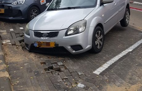 לפני זמן קצר דווח למשטרה על בולען בכביש ברחוב קדושי קהיר בחולון