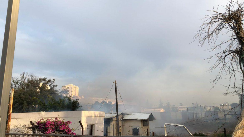3 צוותים בפיקוד מפקד המשמרת כתר שלום פועלים בדקות אלו בשריפה במבנה נטוש ברח הרצפלד בחולון.