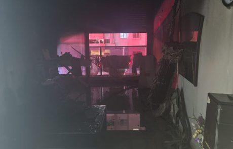 """הלילה סמוך לשעה 01:45 התקבלו מספר הודעות במוקד 102 המדווחות על שריפה בדירת מגורים בר""""ח גרינבוים בחולון."""
