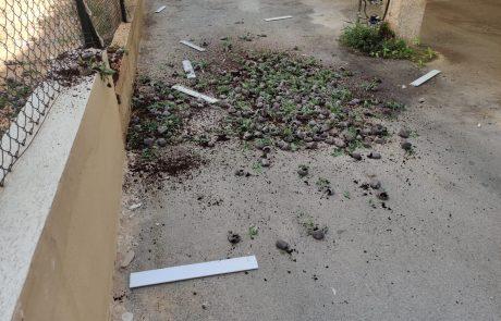 המשטרה חשפה במהלך סוף השבוע בחולון מעבדת סמים  ועצרה 3 חשודים לאחר שניסו להשליך מהחלון את השתילים