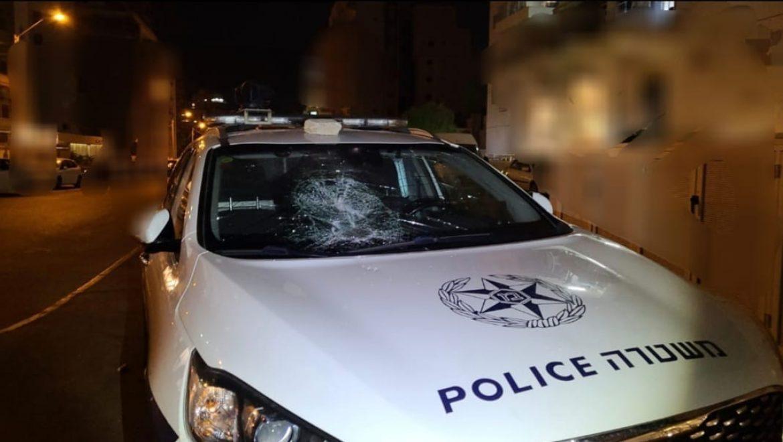 המשטרה עצרה במהלך החג בחולון קטין בן 14 בחשד שגרם נזק בזדון לניידת משטרה.