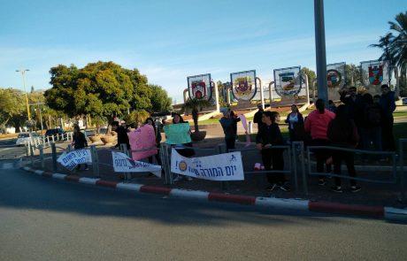 תלמידי אורט חולון הגיעו לכיכר הלוחמים (הדמעות) לתמוך במורים ולמחוא כנגד אלימות כלפי מורים.