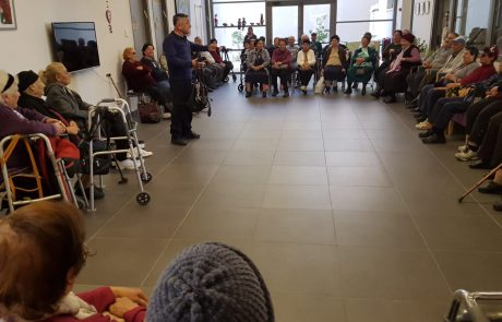 חולון – המשטרה בפעילות הסברתית למניעת מעשי עוקץ ונוכלות כלפי קשישים